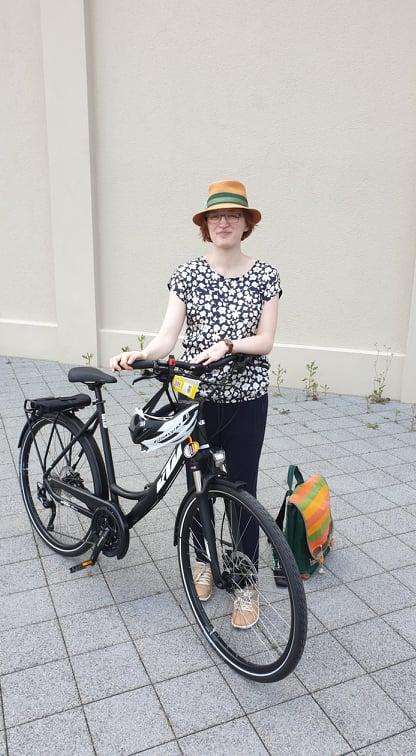 Jane von Klee mit Fahrrad