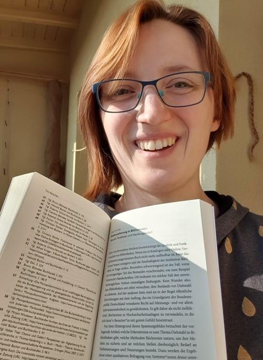 Jane Schmidt mit ihrem Kapitel in der Flachware